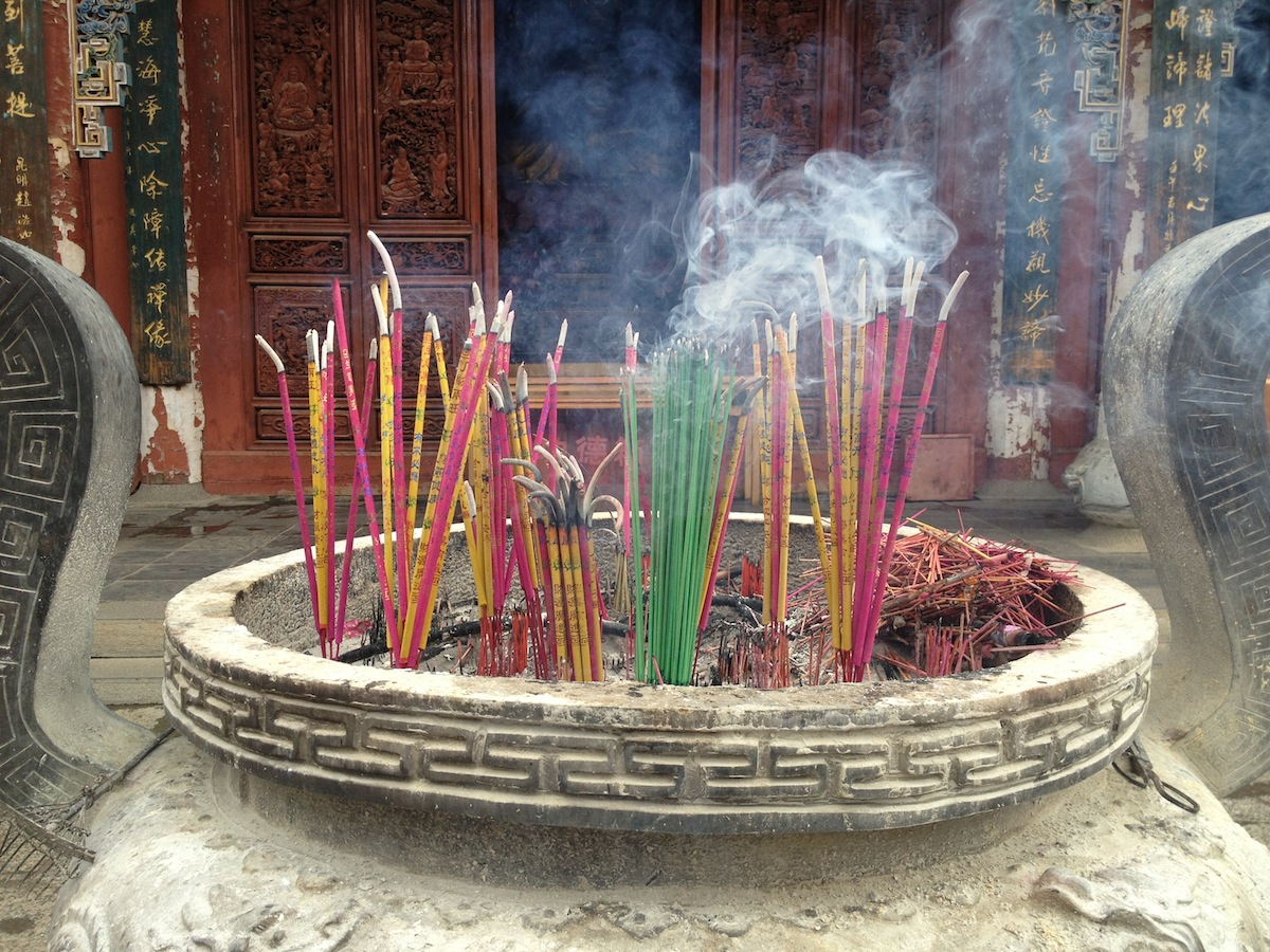 Smoking incense sticks (Kunming, China)