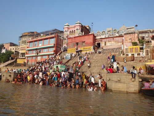 Morning wash in the Ganges (Varanasi, India)
