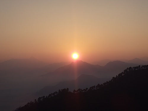 Sunrise on the road from Shimla to Manali (Northern India)